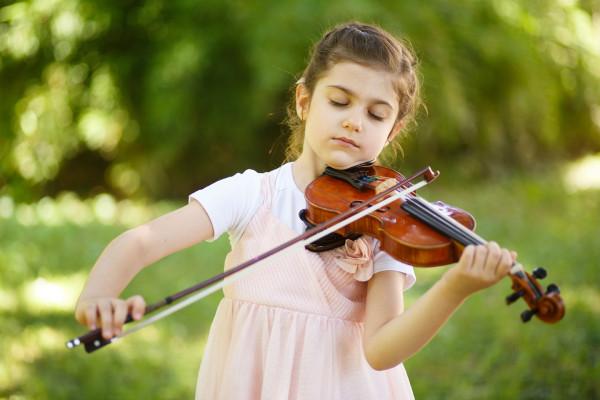 mlada violinistkinja Lana Zorjan